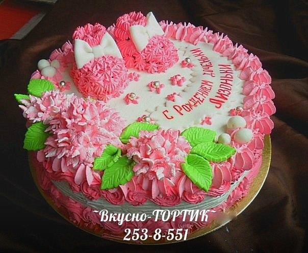 Красивый торт из взбитых сливок